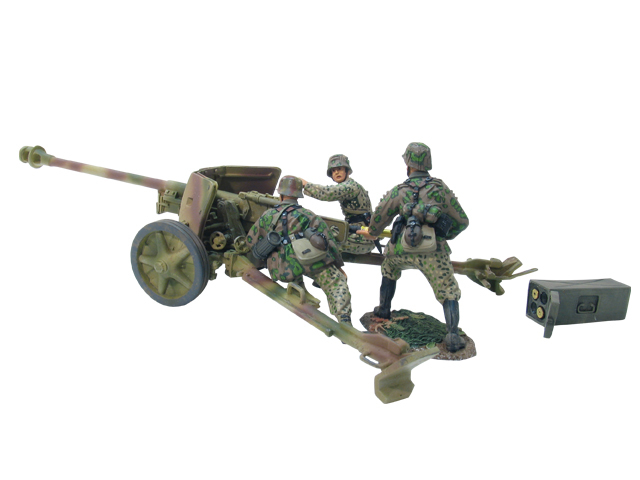 17659 - German 17th Waffen SS Division PAK 40 Cannon with Crew