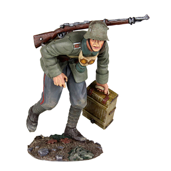23089 - 1916-18 German Infantry Advancing with Ammo Box No.1