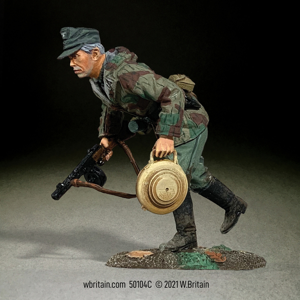 50104C - WWII - German Army NCO running with Teller Mine 43