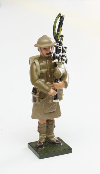 WWI Piper in tin helmet - BTSC-SET68