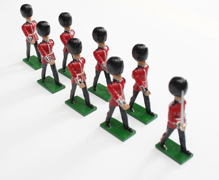 Scots Guards, 1 Officer, 7 Guardsmen marching, unarmed - BTSC-SET4