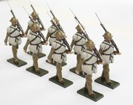 More about the 'WWI Troops, winter dress with sheepskin, rifle at slope - BTSC-SET80' product